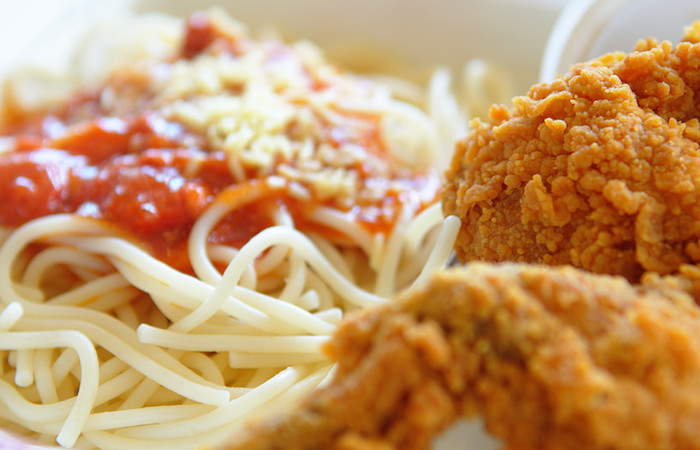 fried-chicken-with-spaghetti-and-tomato